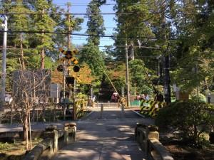 円覚寺前の踏切