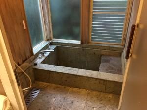 フレッチアの温泉浴槽