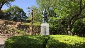 若き日の徳川家康公の銅像