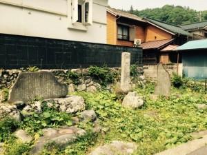 案下の関所跡の碑と松姫の碑