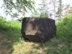新府城の巨石
