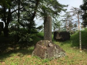 新府城の長篠の戦い供養碑