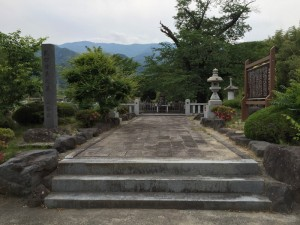 願成寺の武田信義の墓域
