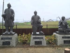 磯貝十郎左衛門の像