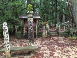武田信玄と武田勝頼の供養碑