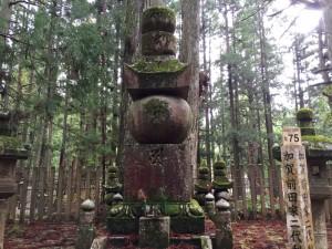 前田利長の供養碑