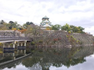 内堀と大阪城
