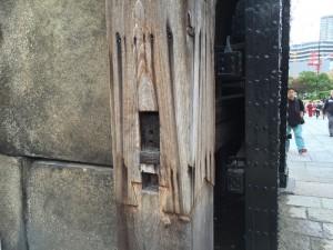 大手門控え柱謎の柱継ぎ