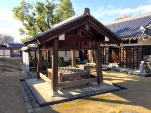 松山城・二の丸の井戸屋形