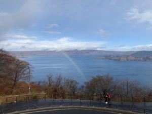 十和田湖に掛かる虹