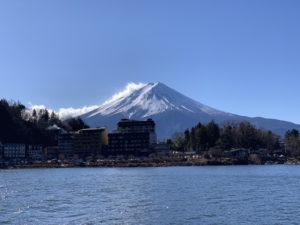河口湖遊覧船から望む富士山