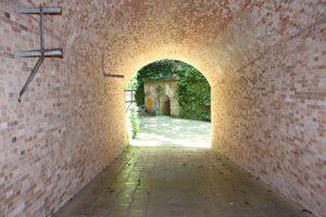 猿島のトンネル出口