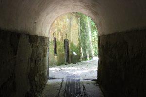 猿島のレトロなトンネル