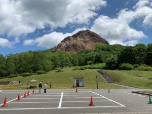 昭和新山の駐車場