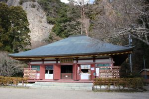 鳳来寺の本堂