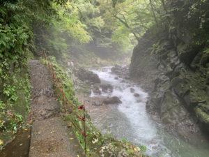 天安河原への道