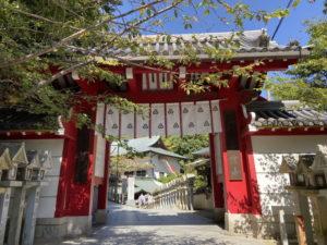 朝護孫子寺の赤門