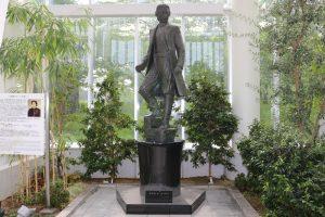 土方歳三のブロンズ立像