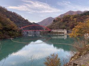 うなづき湖と湖面橋