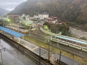 富山地方鉄道の宇奈月温泉駅と、黒部峡谷鉄道の宇奈月駅