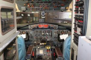 YS-11のコクピット(操縦席)