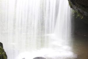鍋ヶ滝の裏