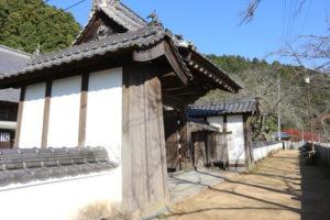箸蔵寺の中門