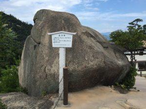 獅子岩の巨石