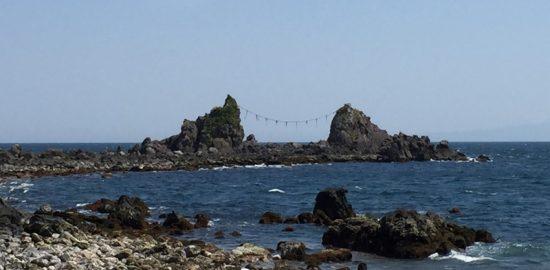 真鶴半島の三ツ石海岸