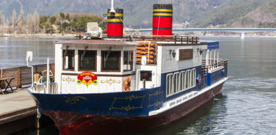 河口湖遊覧船アンソレイユ号